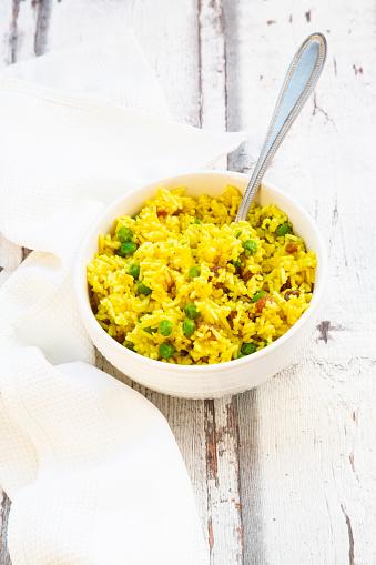 Basmati Rice「Bowl ofpilaurice with green peas, raisins and turmeric」:スマホ壁紙(2)