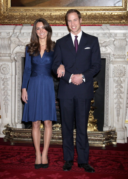 Blue Dress「Clarence House Announce The Engagement Of Prince William To Kate Middleton」:写真・画像(14)[壁紙.com]