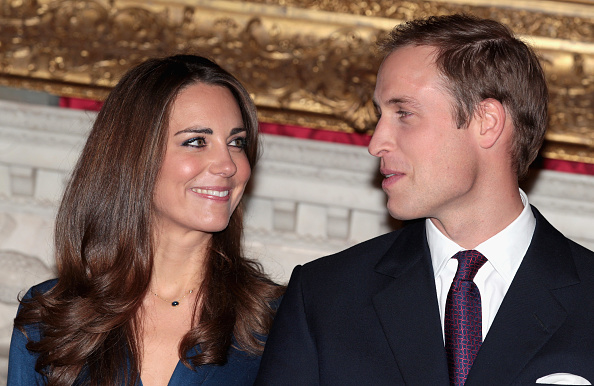 Necklace「Clarence House Announce The Engagement Of Prince William To Kate Middleton」:写真・画像(7)[壁紙.com]
