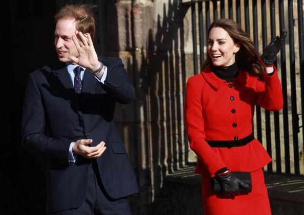 Visit「Prince William And Kate Middleton Visit The University Of St Andrews」:写真・画像(10)[壁紙.com]