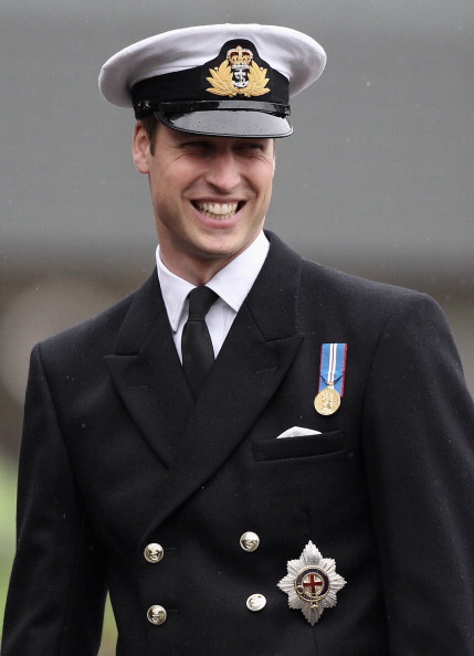 Military Uniform「Prince William Meets Personnel And Attends A Service At HMNB Clyde」:写真・画像(4)[壁紙.com]