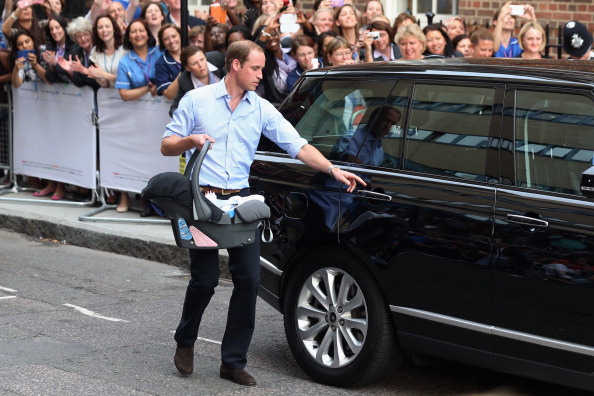 Leaving「The Duke And Duchess Of Cambridge Leave The Lindo Wing With Their Newborn Son」:写真・画像(4)[壁紙.com]