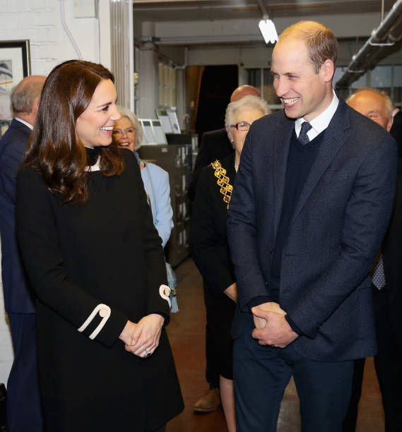 膝から上の構図「The Duke & Duchess Of Cambridge Visit Birmingham」:写真・画像(10)[壁紙.com]