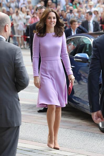Full Length「The Duke And Duchess Of Cambridge Visit Germany - Day 3」:写真・画像(11)[壁紙.com]