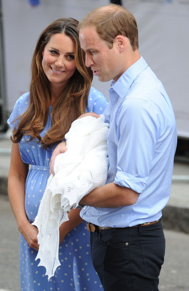 George C「The Duke And Duchess Of Cambridge Leave The Lindo Wing With Their Newborn Son」:写真・画像(2)[壁紙.com]