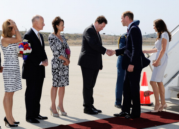 LAX Airport「The Duke And Duchess Of Cambridge Arrive At LAX International Airport」:写真・画像(9)[壁紙.com]