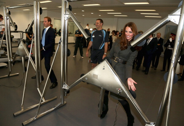 High Heels「Official Launch of The Football Association's National Football Centre, St George's Park.」:写真・画像(19)[壁紙.com]