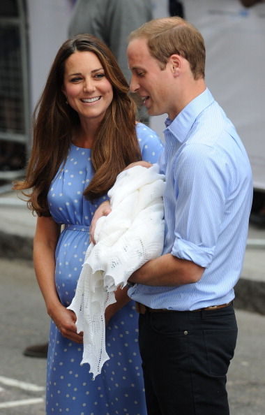 George C「The Duke And Duchess Of Cambridge Leave The Lindo Wing With Their Newborn Son」:写真・画像(10)[壁紙.com]