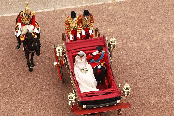 Entering「Royal Wedding - The Newlyweds Greet Wellwishers From The Buckingham Palace Balcony」:写真・画像(18)[壁紙.com]