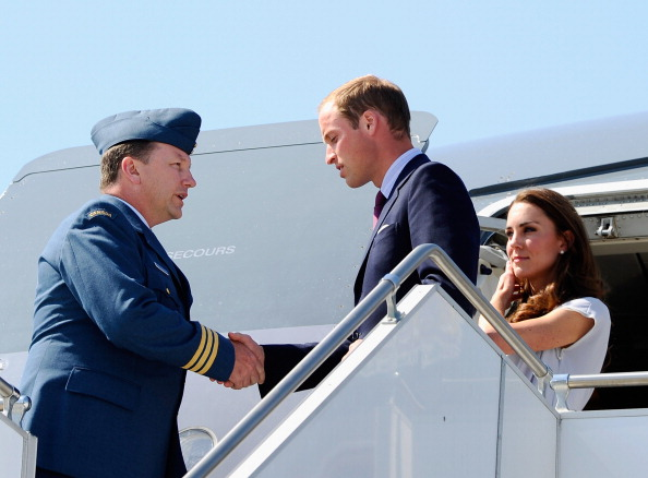 LAX Airport「The Duke And Duchess Of Cambridge Arrive At LAX International Airport」:写真・画像(10)[壁紙.com]