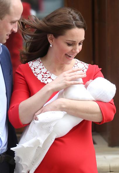 エンタメ総合「The Duke & Duchess Of Cambridge Depart The Lindo Wing With Their New Son」:写真・画像(1)[壁紙.com]