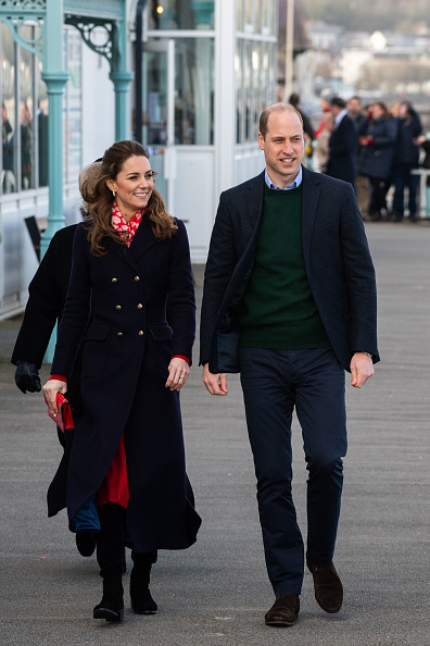 Full Length「The Duke And Duchess Of Cambridge Visit South Wales」:写真・画像(16)[壁紙.com]
