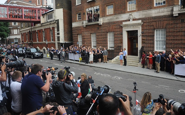 George C「The Duke And Duchess Of Cambridge Leave The Lindo Wing With Their Newborn Son」:写真・画像(11)[壁紙.com]