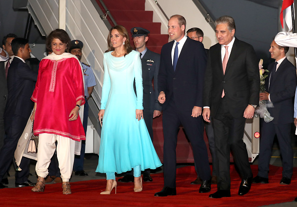 Arrival「The Duke And Duchess Of Cambridge Visit Islamabad - Day One」:写真・画像(2)[壁紙.com]