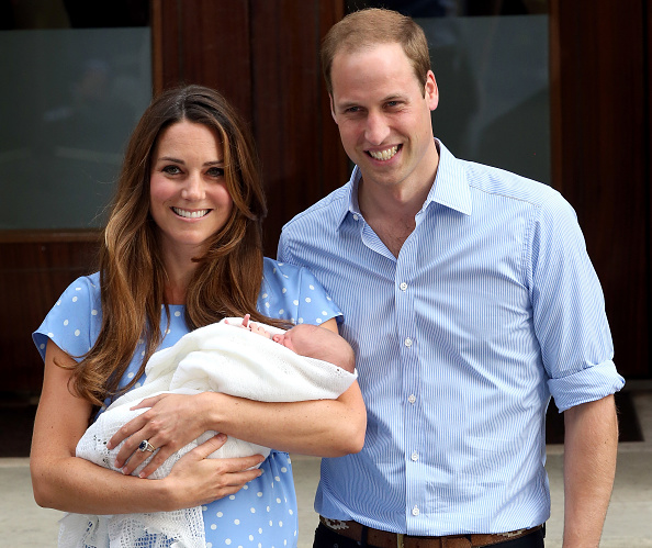 Prince George of Cambridge「The Duke And Duchess Of Cambridge Leave The Lindo Wing With Their Newborn Son」:写真・画像(3)[壁紙.com]
