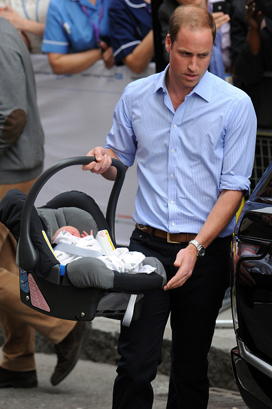 George C「The Duke And Duchess Of Cambridge Leave The Lindo Wing With Their Newborn Son」:写真・画像(1)[壁紙.com]