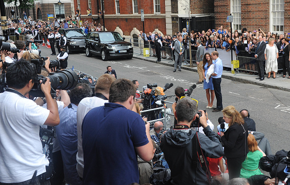 George C「The Duke And Duchess Of Cambridge Leave The Lindo Wing With Their Newborn Son」:写真・画像(0)[壁紙.com]
