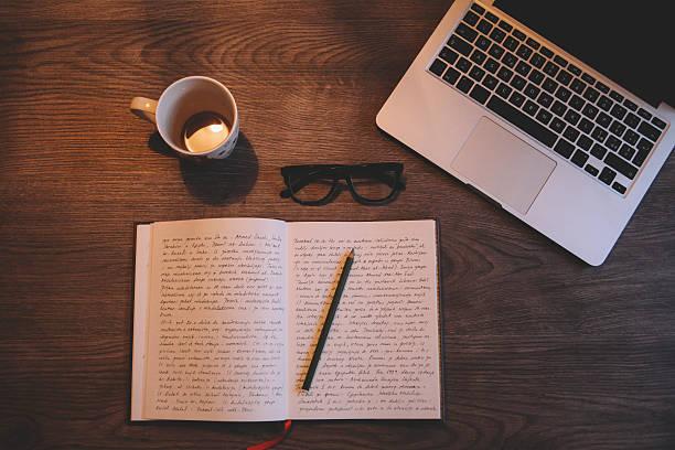 Writing and drinking coffee:スマホ壁紙(壁紙.com)