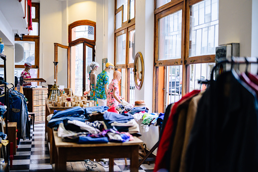 Buenos Aires「View of Buenos Aires vintage retail shop with eclectic selection」:スマホ壁紙(2)