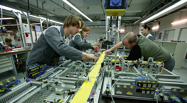 German Firms Invest in Trainees and Apprentices:ニュース(壁紙.com)
