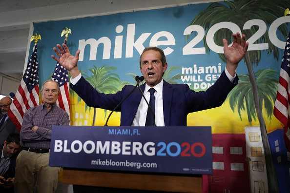 Super Tuesday「Presidential Candidate Mike Bloomberg Visits Miami's Little Havana」:写真・画像(2)[壁紙.com]