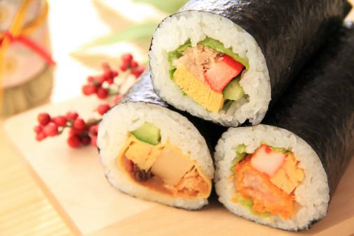 節分「Fortune sushi rolls」:スマホ壁紙(12)