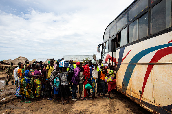 Bus「Congolese Refugees Cross Lake Albert Seeking Safety In Uganda」:写真・画像(5)[壁紙.com]