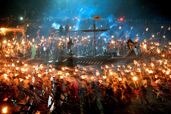 Jeff J Mitchell「The 2017 Up Helly Aa Takes Place In The Shetland Islands」:写真・画像(9)[壁紙.com]