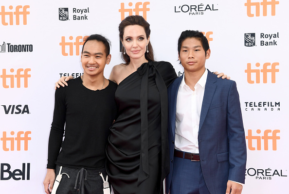 Angelina Jolie「The World Premiere Of Netflix's Film's 'First They Killed My Father' During The Toronto International Film Festival」:写真・画像(19)[壁紙.com]