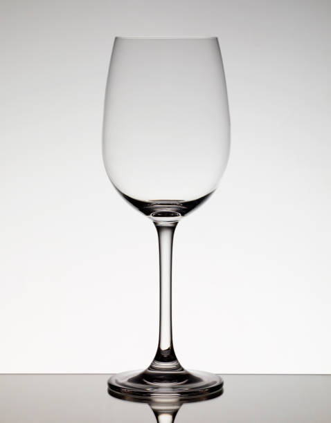 Empty wine glass:スマホ壁紙(壁紙.com)
