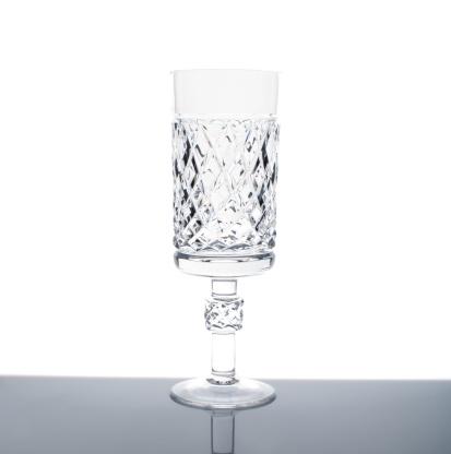 Crystal Glassware「Empty wine glass with reflection」:スマホ壁紙(16)