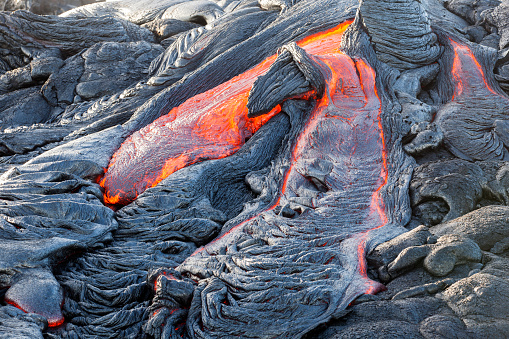 Lava「USA, Hawaii, Big Island, Volcanoes National Park, lava flowing from Pu'u O'o' volcano」:スマホ壁紙(8)
