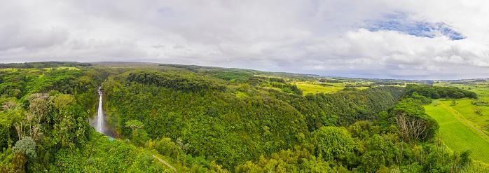 Akaka Falls「USA, Hawaii, Big Island, Akaka Falls State Park, aerial view over Akaka Falls and Kolekole Stream」:スマホ壁紙(5)