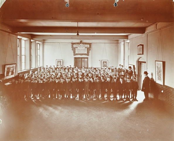 1900-1909「Prayers, Jews' Free School, Stepney, London, 1908. Artist: Unknown.」:写真・画像(17)[壁紙.com]