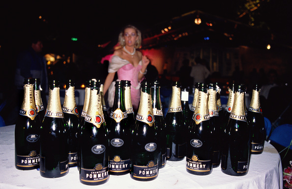 Blank「Empty champagne bottles at annual Berkley Square Ball」:写真・画像(5)[壁紙.com]