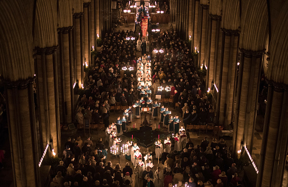 Lighting Equipment「The Darkness To Light Advent Procession Is marked At Salisbury Cathedral」:写真・画像(0)[壁紙.com]