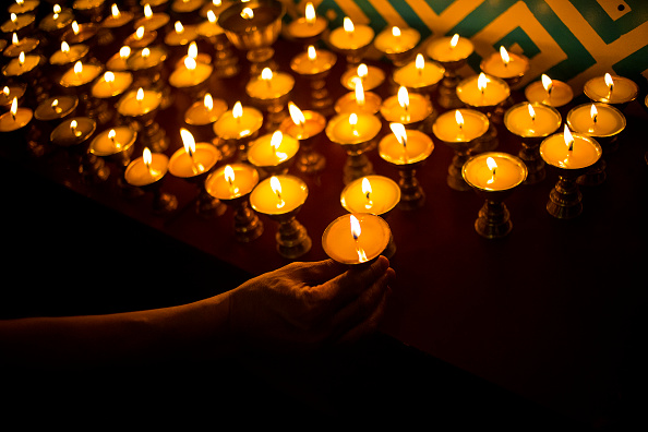 Candlelight「Sherpa Community In NYC Holds Prayer Service For Victims Of Everest Avalanche」:写真・画像(4)[壁紙.com]