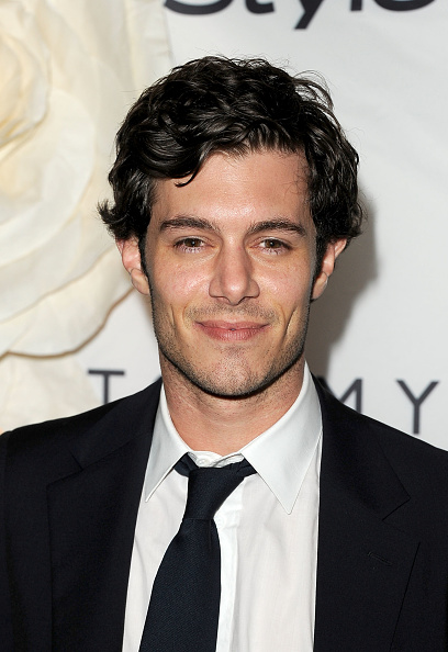 Adam Brody「InStyle And The Hollywood Foreign Press Association's Annual Event - 2011 Toronto International Film Festival」:写真・画像(3)[壁紙.com]