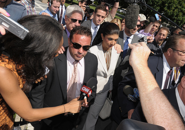 Hiding「Teresa And Joe Giudice Court Appearance」:写真・画像(4)[壁紙.com]