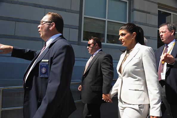 Hiding「Teresa And Joe Giudice Court Appearance」:写真・画像(2)[壁紙.com]