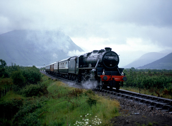 Hill「Royal Scotsman. No.44767 'George Stephenson' is seen approaching Banavie en route from Fort William to Mallaig. 28th June 1985.」:写真・画像(16)[壁紙.com]