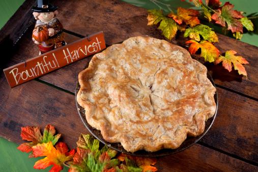 Pilgrim「Apple Pie Dessert for Thanksgiving, Autumn Harvest Food Background」:スマホ壁紙(16)
