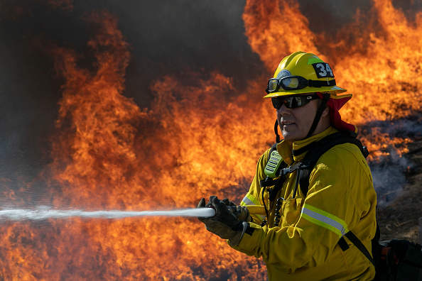 Protection「Silverado Fire In Orange Country, California Forces Evacuations」:写真・画像(15)[壁紙.com]