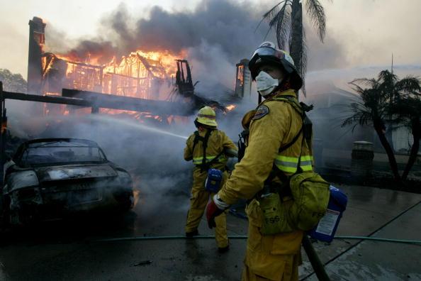 Inferno「Santa Ana Winds Stoke Wildfires in Southern California」:写真・画像(12)[壁紙.com]