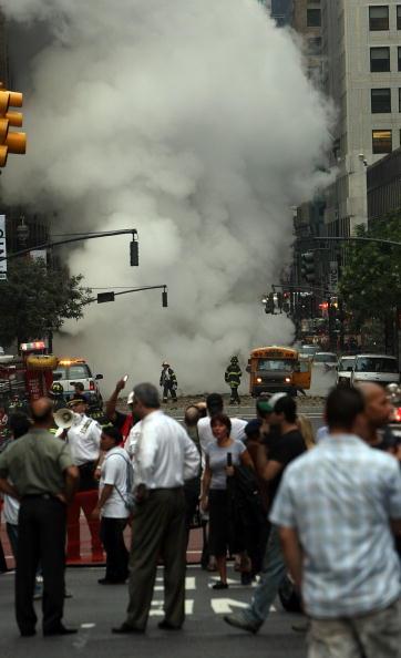 Exploding「Steam Explosion Rattles Rush-Hour Manhattan」:写真・画像(7)[壁紙.com]