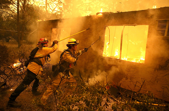 Flame「Rapidly-Spreading Wildfire In California's Butte County Prompts Evacuations」:写真・画像(9)[壁紙.com]