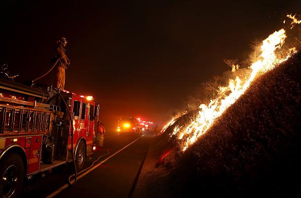 Justin Sullivan「Detwiler Fire Spreading Rapidly Threatens Historic Town Mariposa」:写真・画像(7)[壁紙.com]