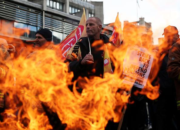 Methodist「Striking Firefighters Rally in London」:写真・画像(2)[壁紙.com]