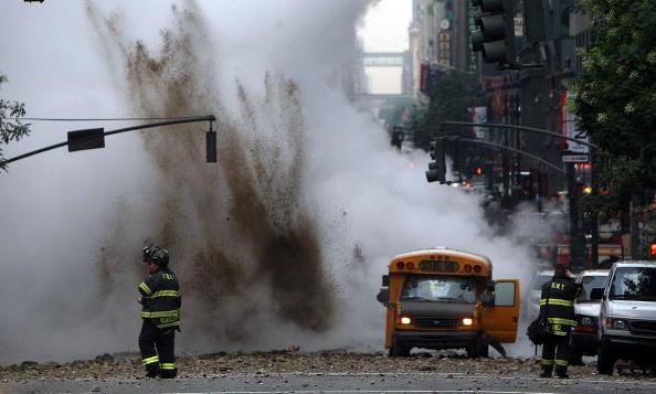 Exploding「Steam Explosion Rattles Rush-Hour Manhattan」:写真・画像(8)[壁紙.com]