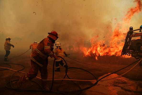 Australia「Bushfires Continue To Burn Across NSW As Catastrophic Fire Conditions Ease」:写真・画像(16)[壁紙.com]